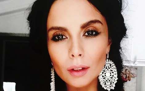 Надя Дорофеева иНастя Каменских поцеловались впрямом эфире