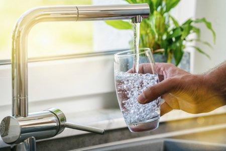Польза употребления питьевой воды натощак. Почему нужно пить воду сразу после сна