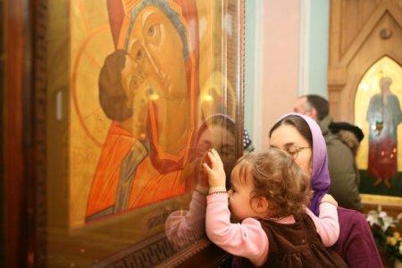 О чем молятся перед иконами святых