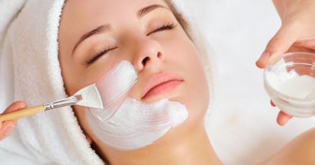 Механическая чистка лица: преимущества и недостатки, особенности ухода за кожей, метод проведения процедуры