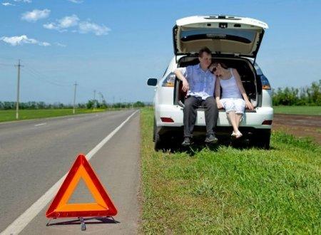 Как действовать при поломке машины в дороге?